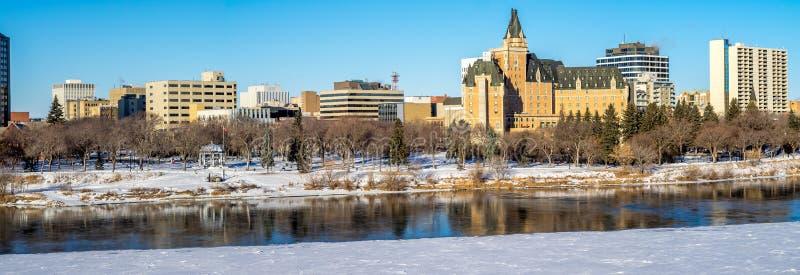 Ciudad del invierno de Saskatoon panorámica imágenes de archivo libres de regalías