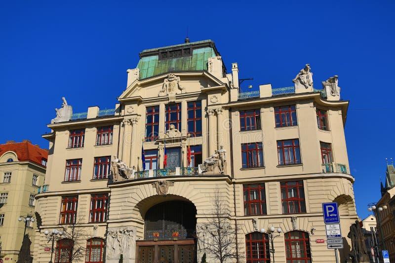 """Ciudad del nuevo †de ayuntamiento """"de Praga en el cuadrado del nské del ¡de MariÃ, la arquitectura de las casas viejas, ciudad imagen de archivo"""