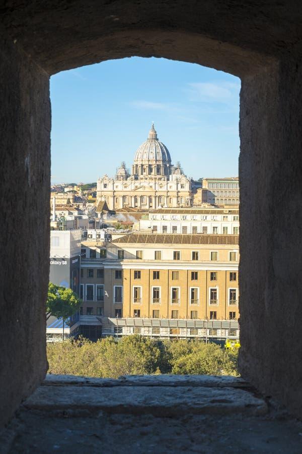 Ciudad del Vaticano de la basílica de San Pedro enmarcado de la visión V imágenes de archivo libres de regalías
