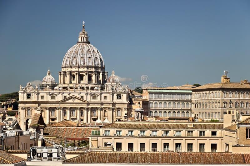 Ciudad del Vaticano y la bas?lica de San Pedro fotos de archivo