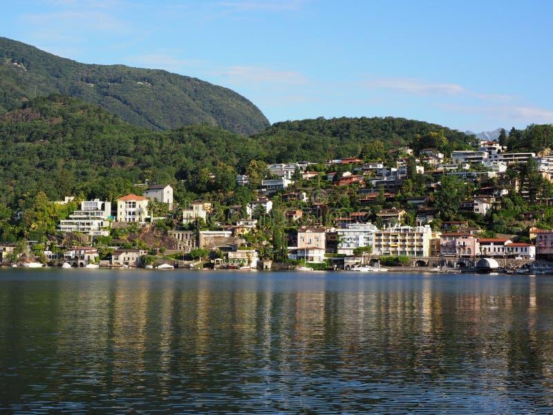 Ciudad del viaje de ASCONA en SUIZA con la vista escénica del lago Maggiore fotos de archivo libres de regalías