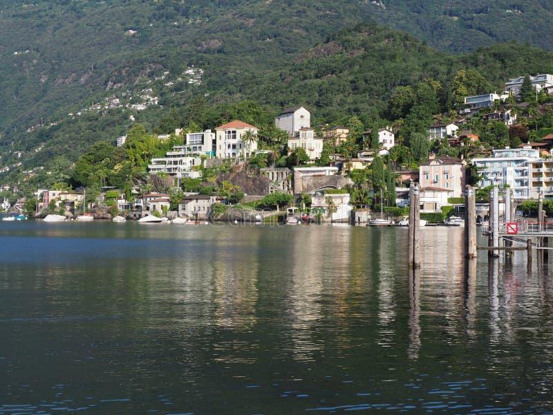 Ciudad del viaje de ASCONA en SUIZA con la vista escénica del lago Maggiore de la belleza imagen de archivo libre de regalías