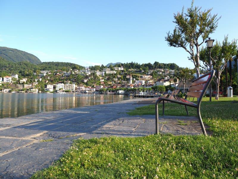Ciudad del viaje de ASCONA en SUIZA, vista del parque y del lago Maggiore de la belleza foto de archivo libre de regalías