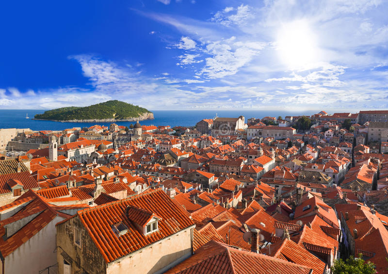 Ciudad Dubrovnik en Croatia en la puesta del sol foto de archivo libre de regalías