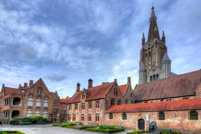 Ciudad e iglesia viejas de nuestra señora, Brujas, Bélgica de Brujas foto de archivo