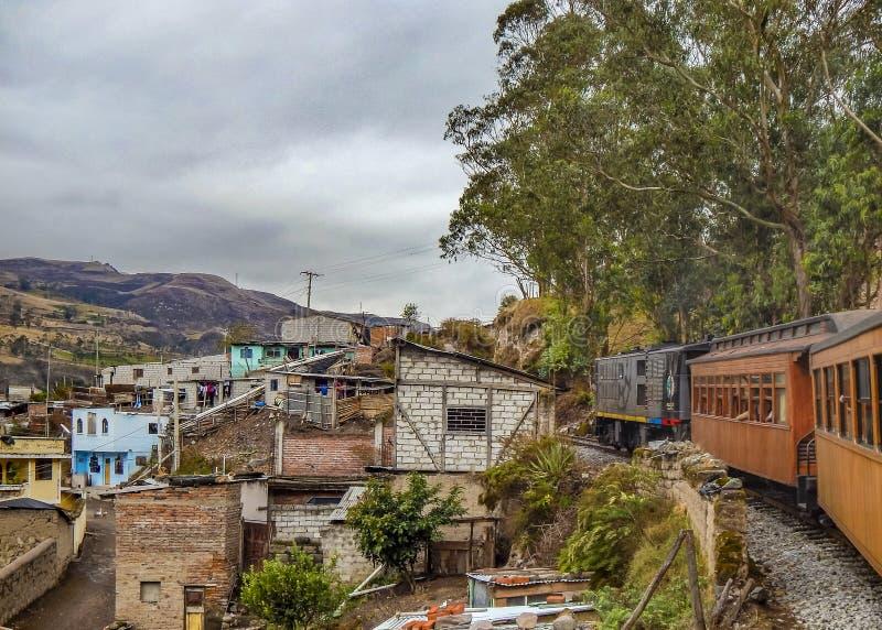 Ciudad Ecuador de Alausi imagenes de archivo