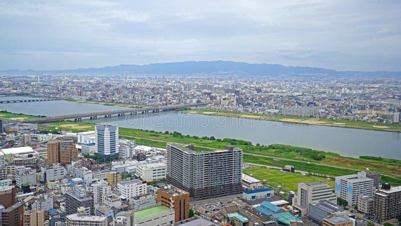 Ciudad, edificios, río y puente de Japón Osaka de la aero- visión imágenes de archivo libres de regalías