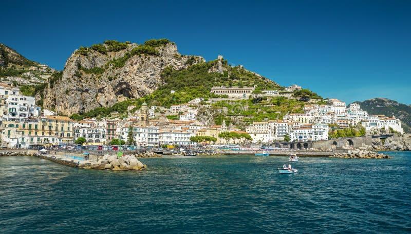 Ciudad en Campania, Italia de Amalfi imágenes de archivo libres de regalías