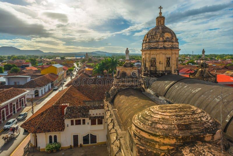 Ciudad en la puesta del sol, Nicaragua de Granada imágenes de archivo libres de regalías