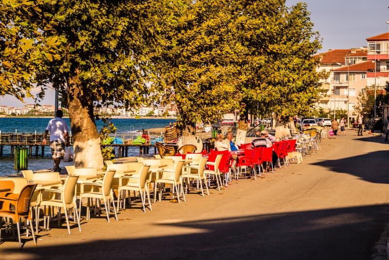 Ciudad en otoño - Turquía de Cinarcik imagen de archivo