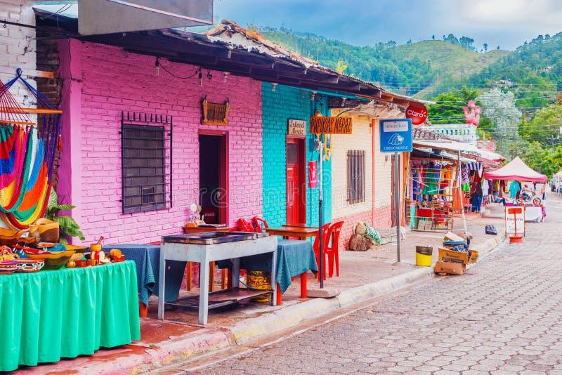 Ciudad española vieja de la explotación minera de Valle de Ángeles cerca de Tegucigalpa, Hondu fotografía de archivo