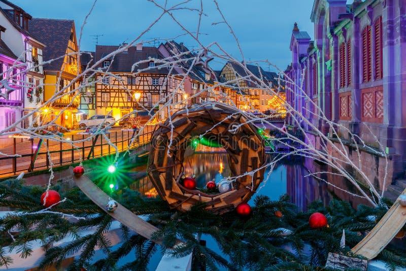 Ciudad francesa Colmar el Nochebuena fotos de archivo