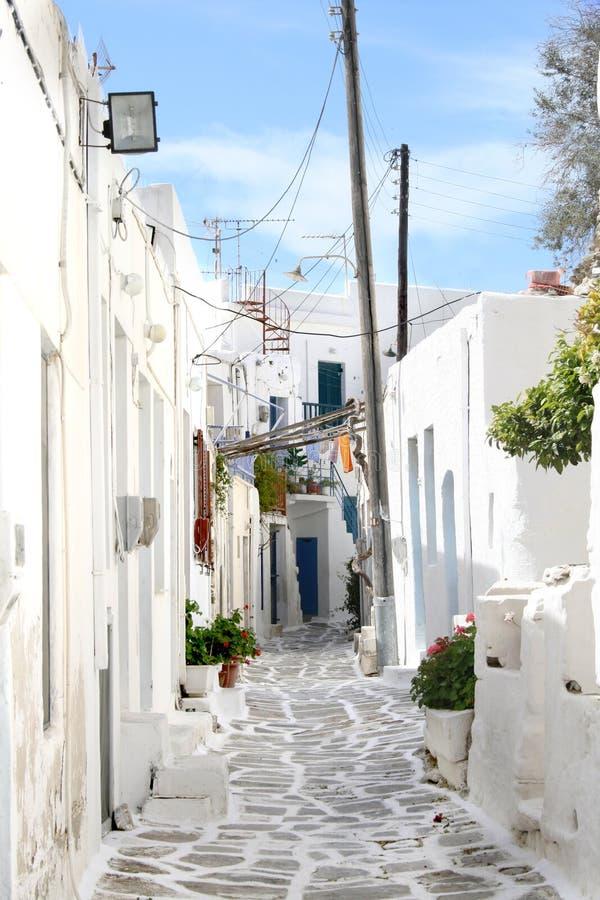 Ciudad griega típica de la isla - isla de Paros, Grecia foto de archivo