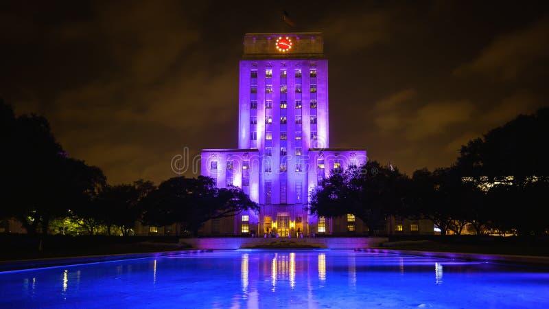 Ciudad Hall Building Lit Up en la noche en Houston, Tejas imagenes de archivo