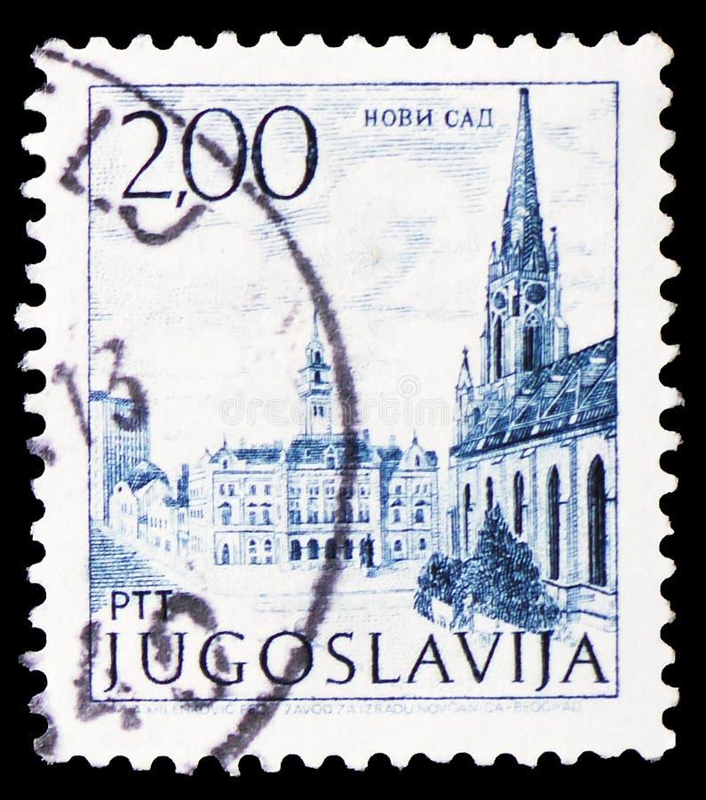 Ciudad Hall Square con la catedral, Novi Sad, pequeño serie Turismo-definitivo, circa 1972 fotos de archivo