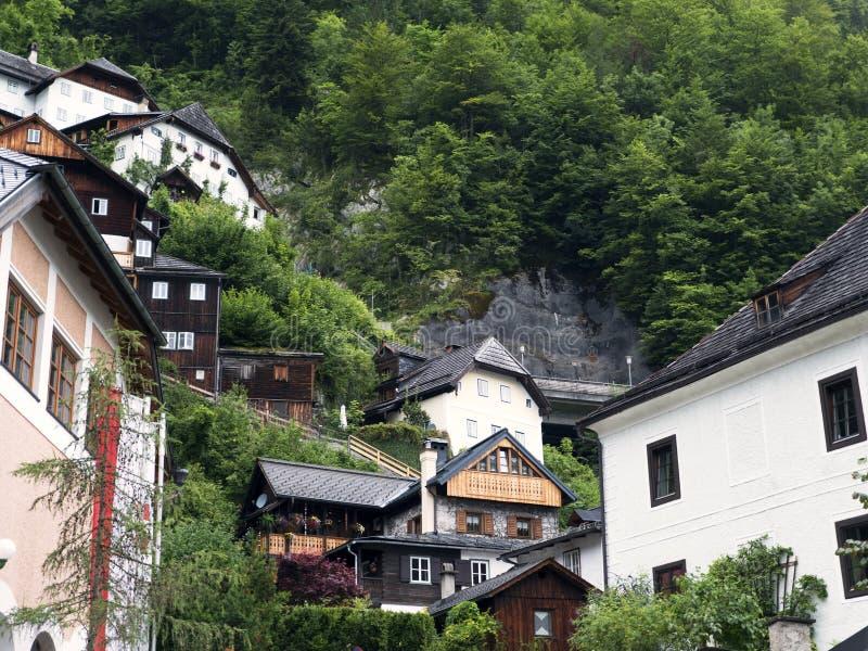 Ciudad Hallstatt con el lago de la montaña y las minas de sal Macizo alpino, barranco hermoso en Austria imágenes de archivo libres de regalías