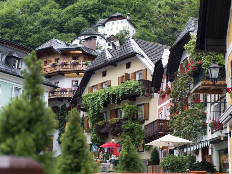 Ciudad Hallstatt con el lago de la montaña y las minas de sal Macizo alpino, barranco hermoso en Austria fotografía de archivo libre de regalías