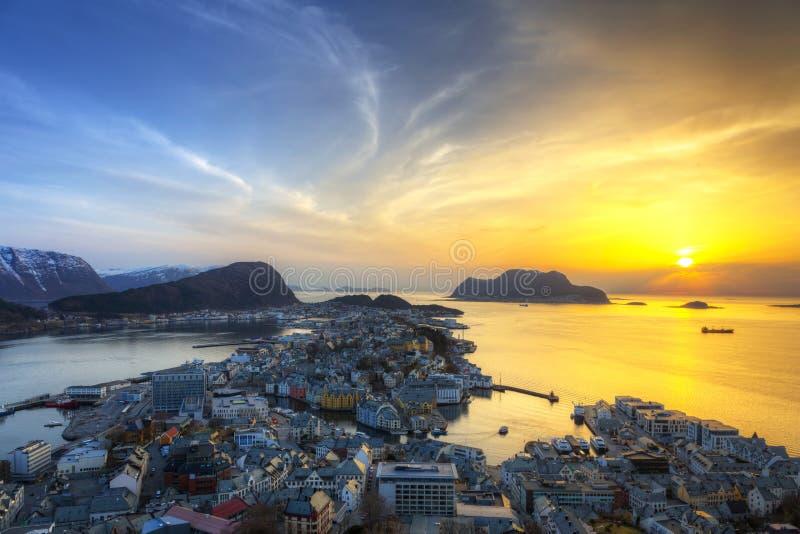 Ciudad hermosa de Alesund en Noruega imagenes de archivo