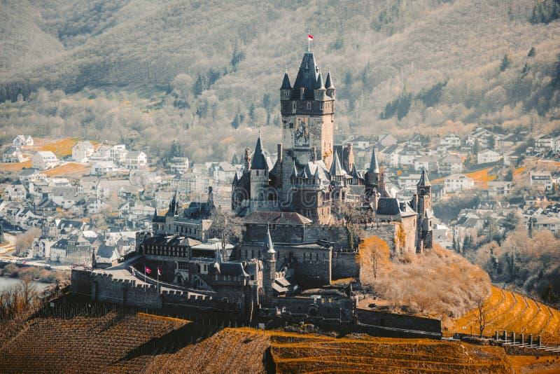 Ciudad histórica de Cochem con Reichsburg, Rheinland-Pfalz, Alemania fotografía de archivo