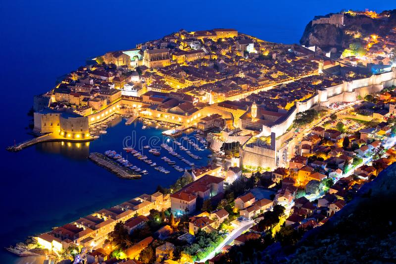 Ciudad histórica de la opinión aérea de la tarde de Dubrovnik fotos de archivo libres de regalías
