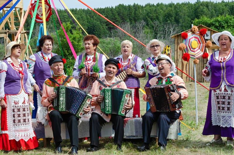 Ciudad histórica de Shadrinsk del festival, Rusia 25 de junio de 2017 Funcionamiento de canciones populares en el festival histór fotos de archivo libres de regalías