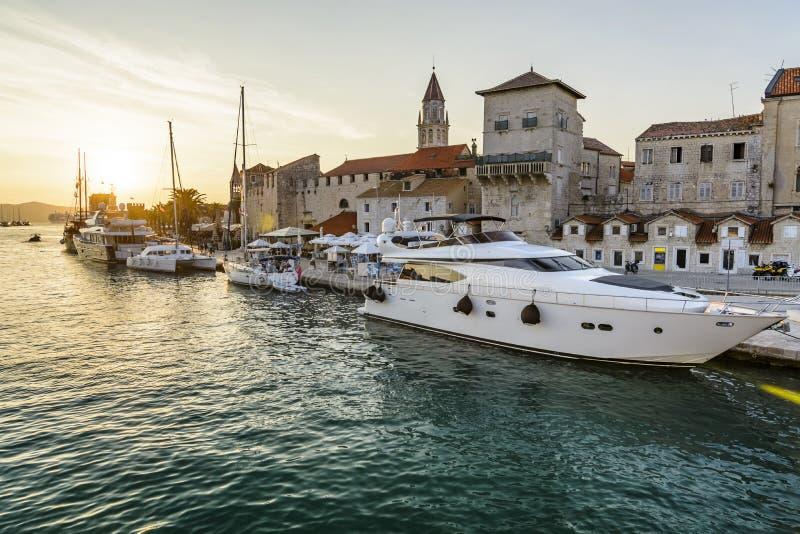 Ciudad histórica de Trogir de la puesta del sol fotos de archivo libres de regalías