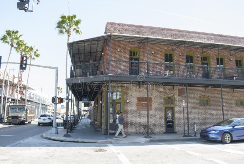 Ciudad histórica Ybor del cigarro Edificios históricos viejos en la 7ma calle imagen de archivo libre de regalías