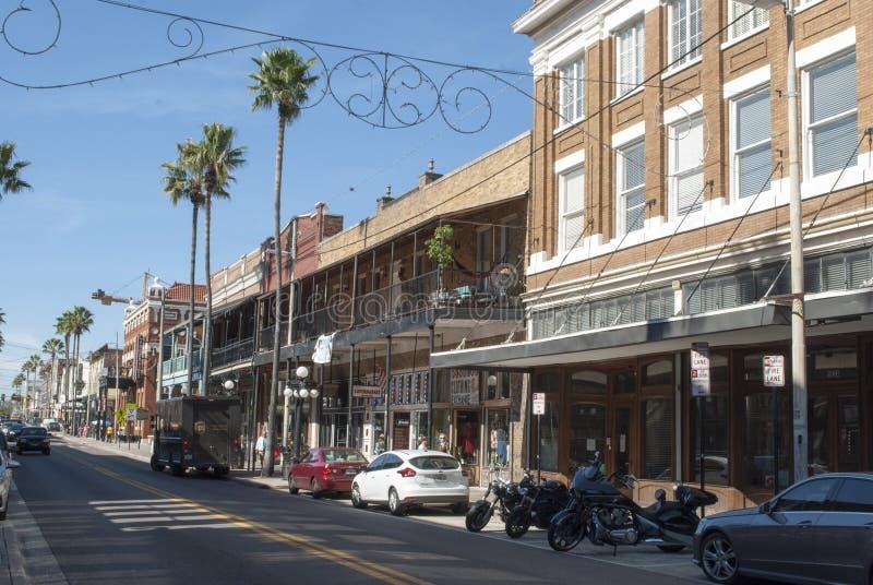 Ciudad histórica Ybor del cigarro Edificios históricos viejos en la 7ma calle fotos de archivo