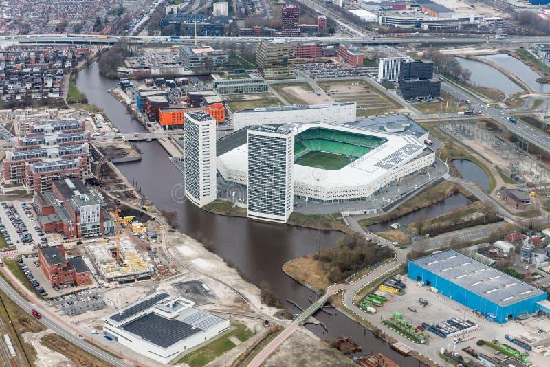 Ciudad holandesa del horizonte de la visión aérea de Goningen con el estadio de fútbol fotografía de archivo