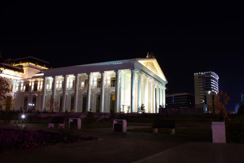 Ciudad increíble de la noche imagenes de archivo