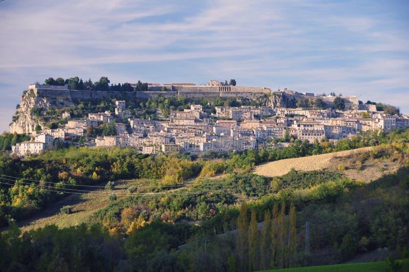 Ciudad italiana de la colina de Civitella del Tronto fotos de archivo