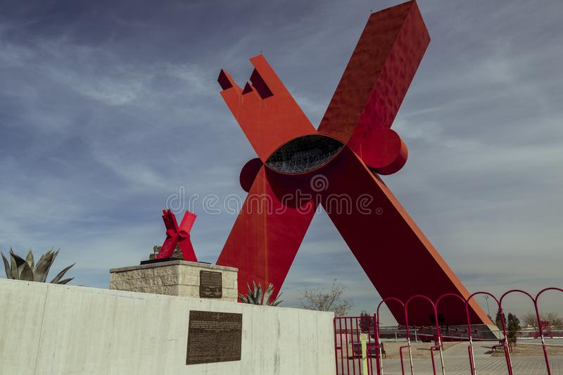 CIUDAD JUAREZ-CHIHUAHUA-MEXICO-JANUARY-2019:对X的纪念碑在小和大号 库存图片