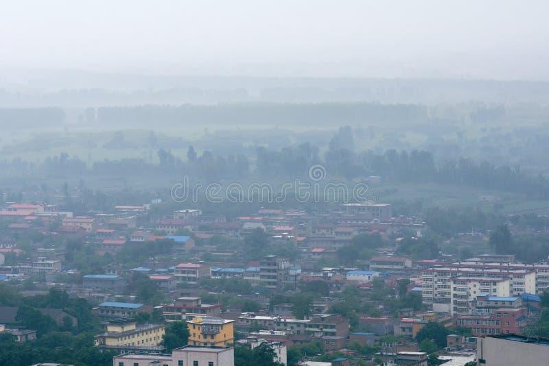 Download Ciudad lluviosa foto de archivo. Imagen de edificio, lluvia - 41919156