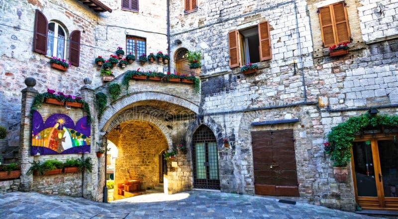 Ciudad medieval Assisi - calles viejas encantadoras Italia imagen de archivo libre de regalías
