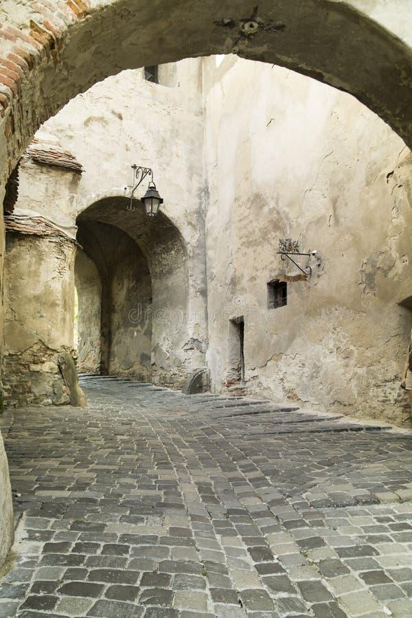 Ciudad medieval de Sighisoara, Rumania calle foto de archivo libre de regalías