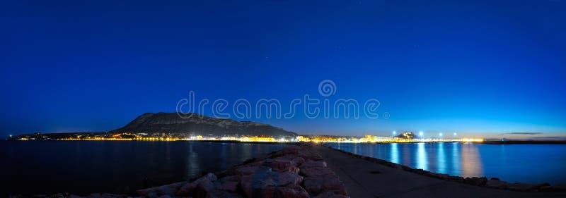Ciudad mediterránea por noche fotos de archivo libres de regalías
