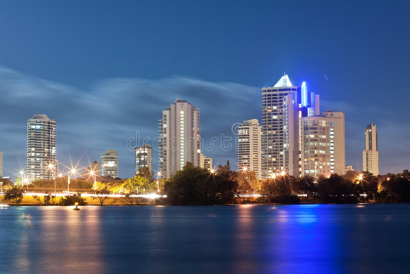 Ciudad moderna australiana en la noche fotografía de archivo libre de regalías