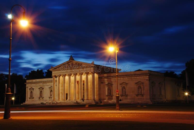 Ciudad Munich de la noche foto de archivo