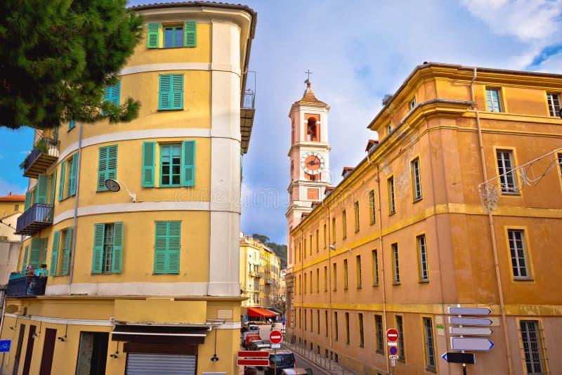 Ciudad Niza de la arquitectura de la calle y de la opinión coloridas de la iglesia foto de archivo libre de regalías