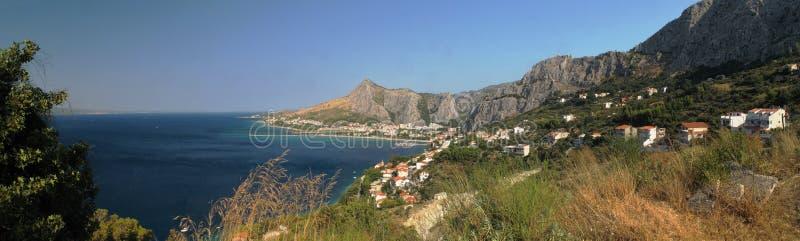 Ciudad Omis en el mar adriático en Croacia imágenes de archivo libres de regalías