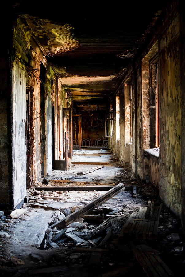 Ciudad perdida. Construcción abandonada imágenes de archivo libres de regalías
