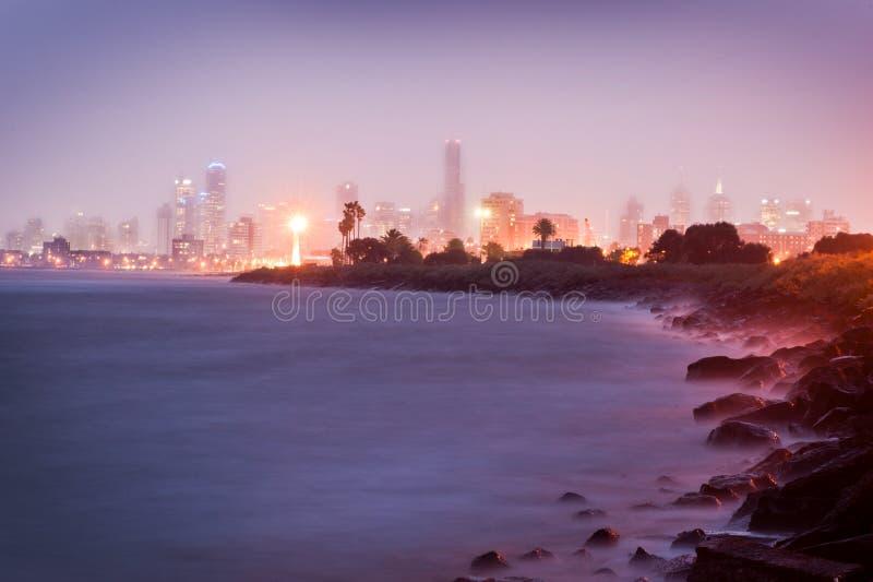 Ciudad por noche - Victoria - Australia de Melbourne imagen de archivo libre de regalías