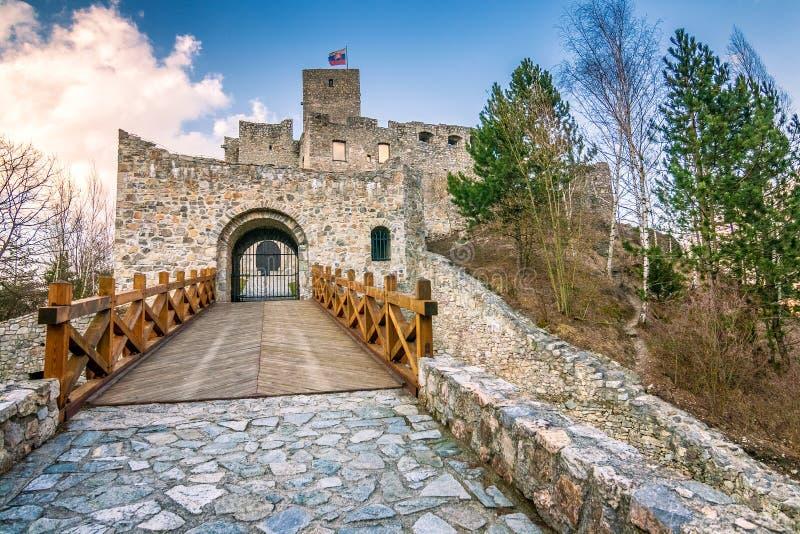 Ciudad próxima de Strecno Zilina del castillo medieval, Eslovaquia fotos de archivo libres de regalías
