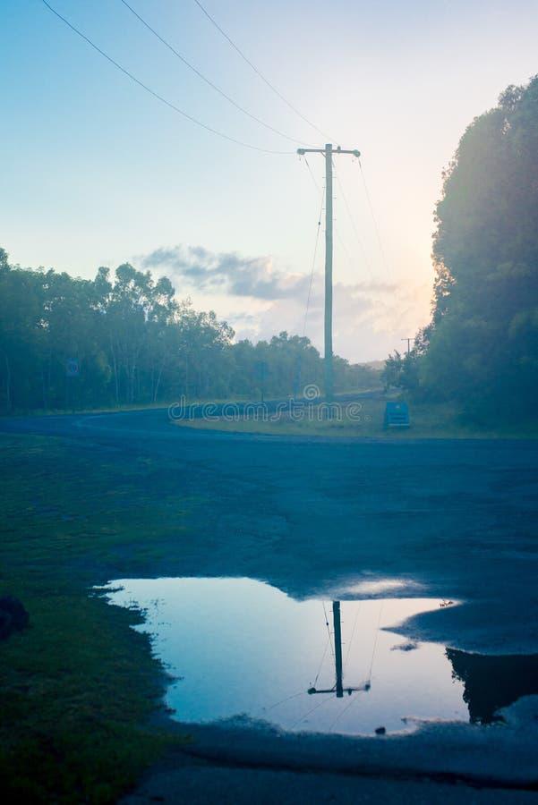 Ciudad próxima tomada camino de Brisbane en Queensland, Australia Australia es un continente situado en la parte del sur de la ti imagen de archivo libre de regalías