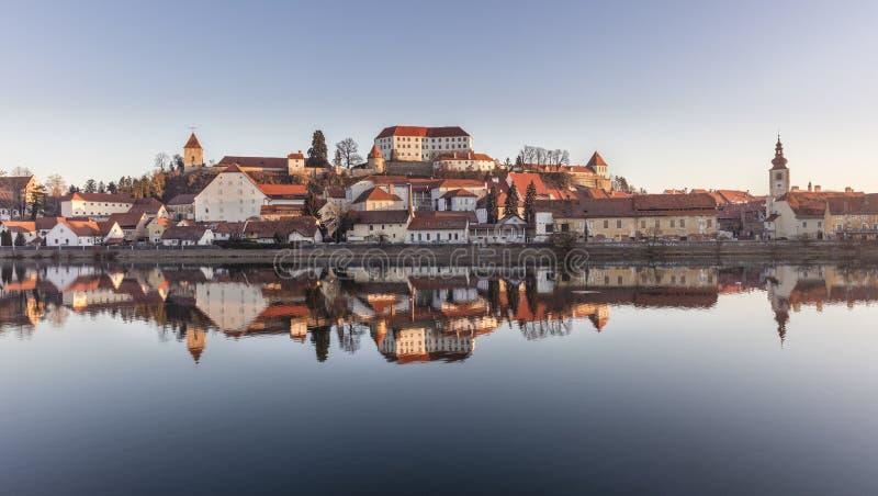 Ciudad Ptuj en Eslovenia fotos de archivo