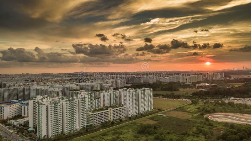 Ciudad remota en la puesta del sol imagen de archivo libre de regalías