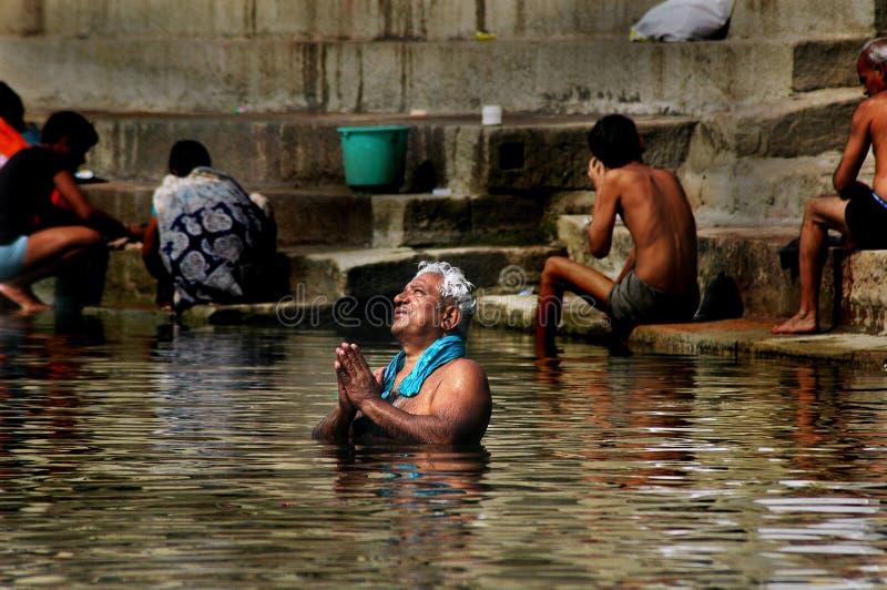 Ciudad santa Benaras en la India imágenes de archivo libres de regalías