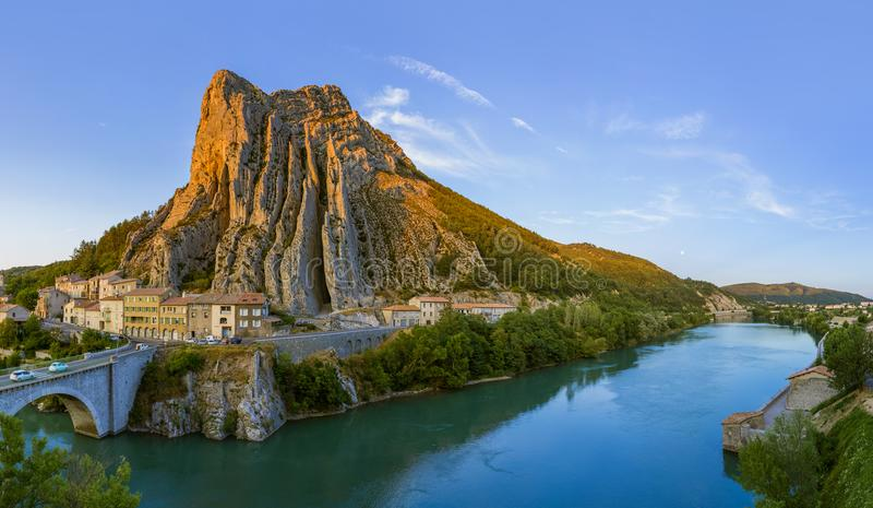 Ciudad Sisteron en Provence Francia imágenes de archivo libres de regalías