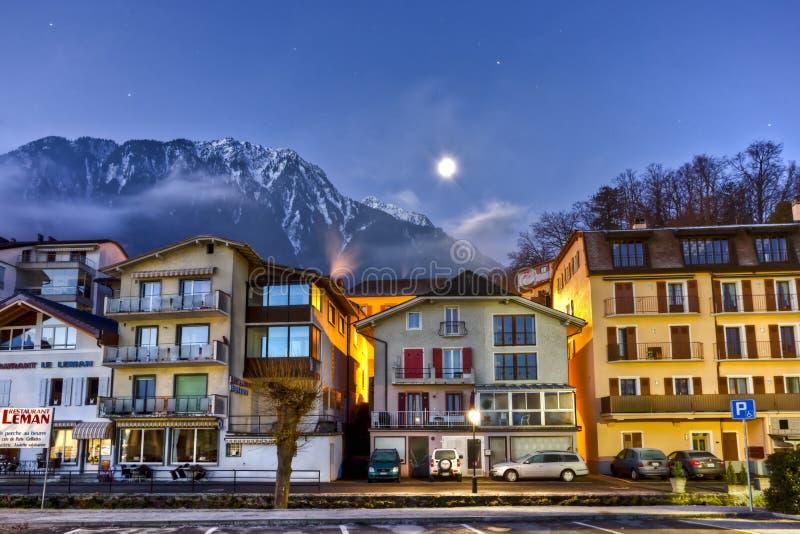 Ciudad suiza en invierno imagenes de archivo