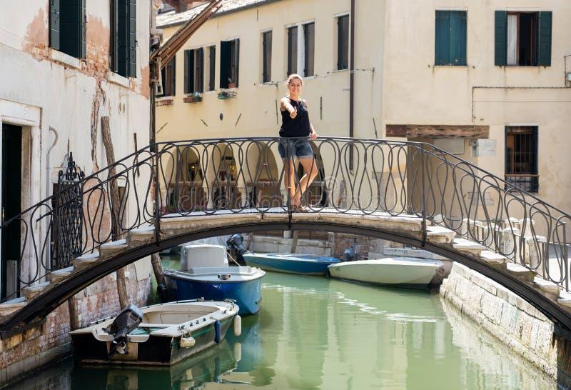 Ciudad turística feliz de Venecia que visita y diversión el tener en Italia foto de archivo libre de regalías